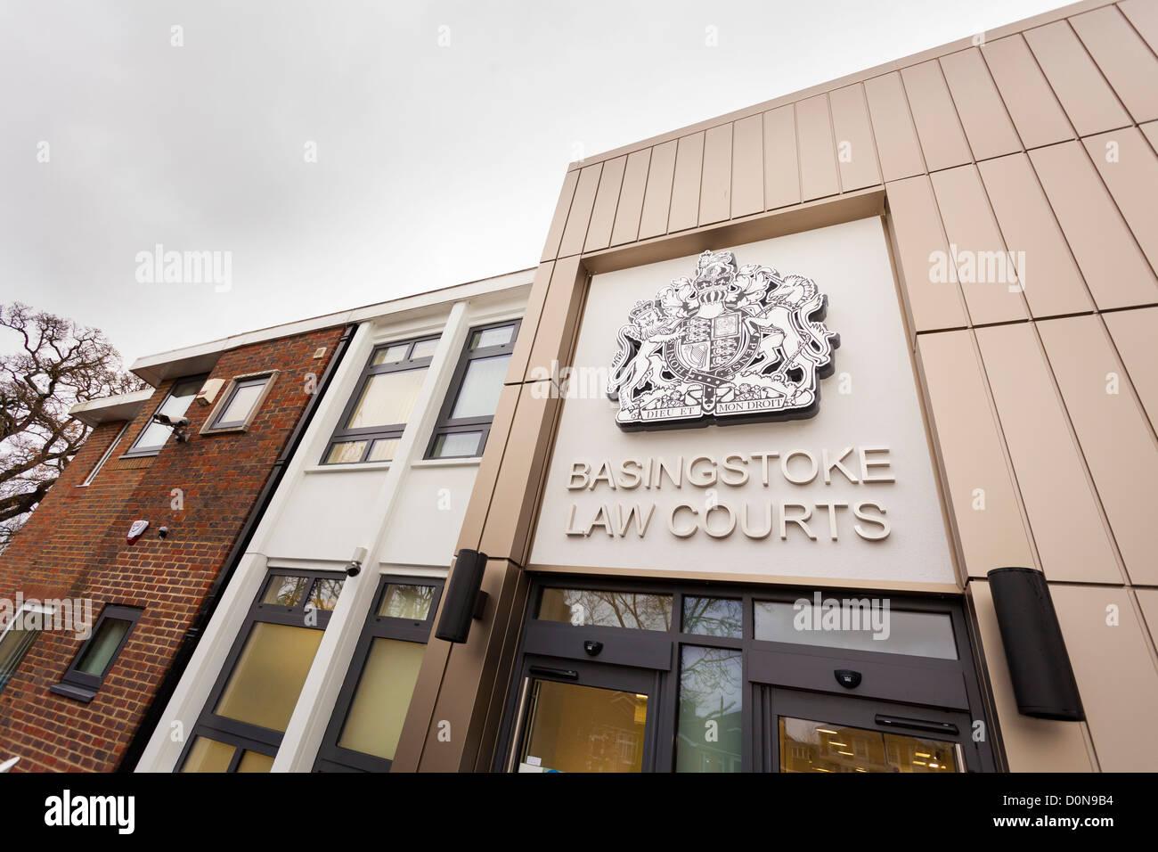 Exterior de Basingstoke magistrados y tribunales renovado en 2012 Foto de stock