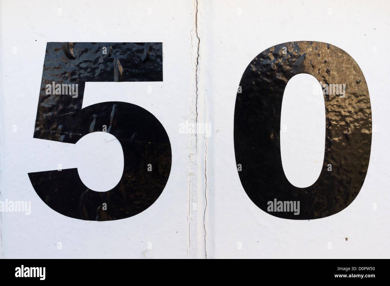 Números en cabañas de playa en el Paseo Marítimo de Worthing. Foto de stock