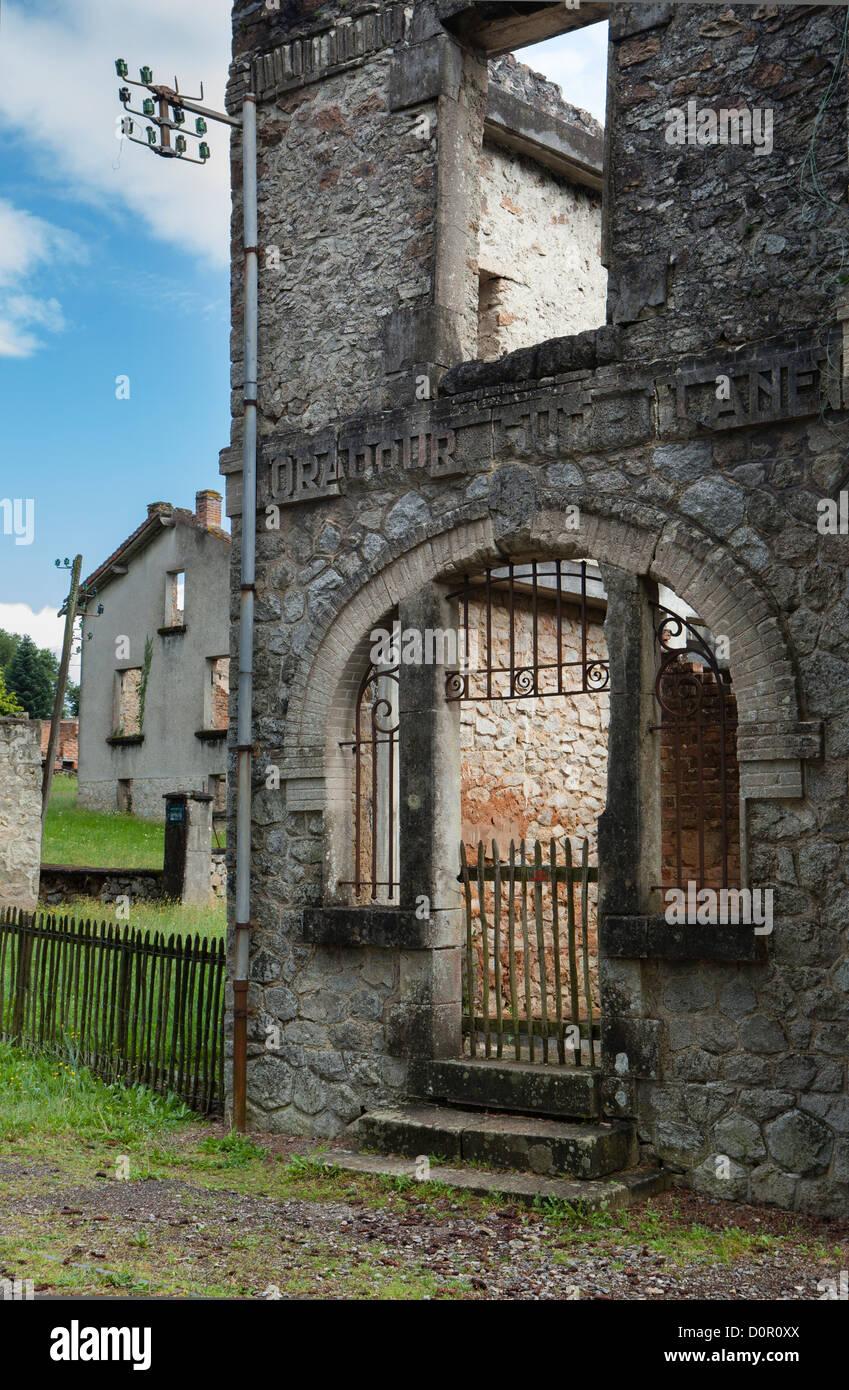 Las ruinas de las atrocidades nazis del 10 de junio de 1944, en Oradour sur Glane, Limousin, Francia Imagen De Stock