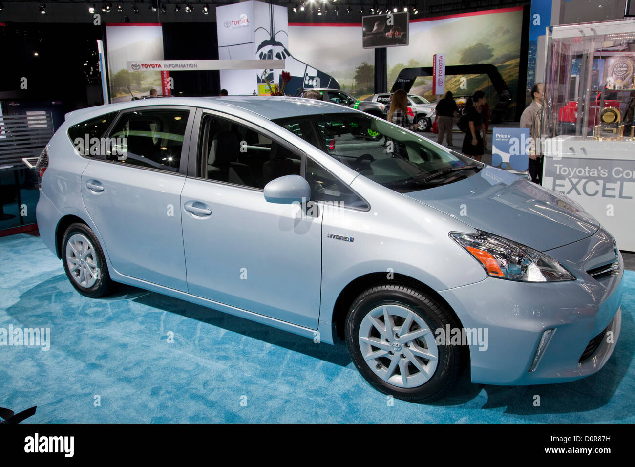 2013 Toyota Prius híbrido. Nuevo 2013 Verde coches eléctricos e híbridos son exhibidos en la demostración Imagen De Stock