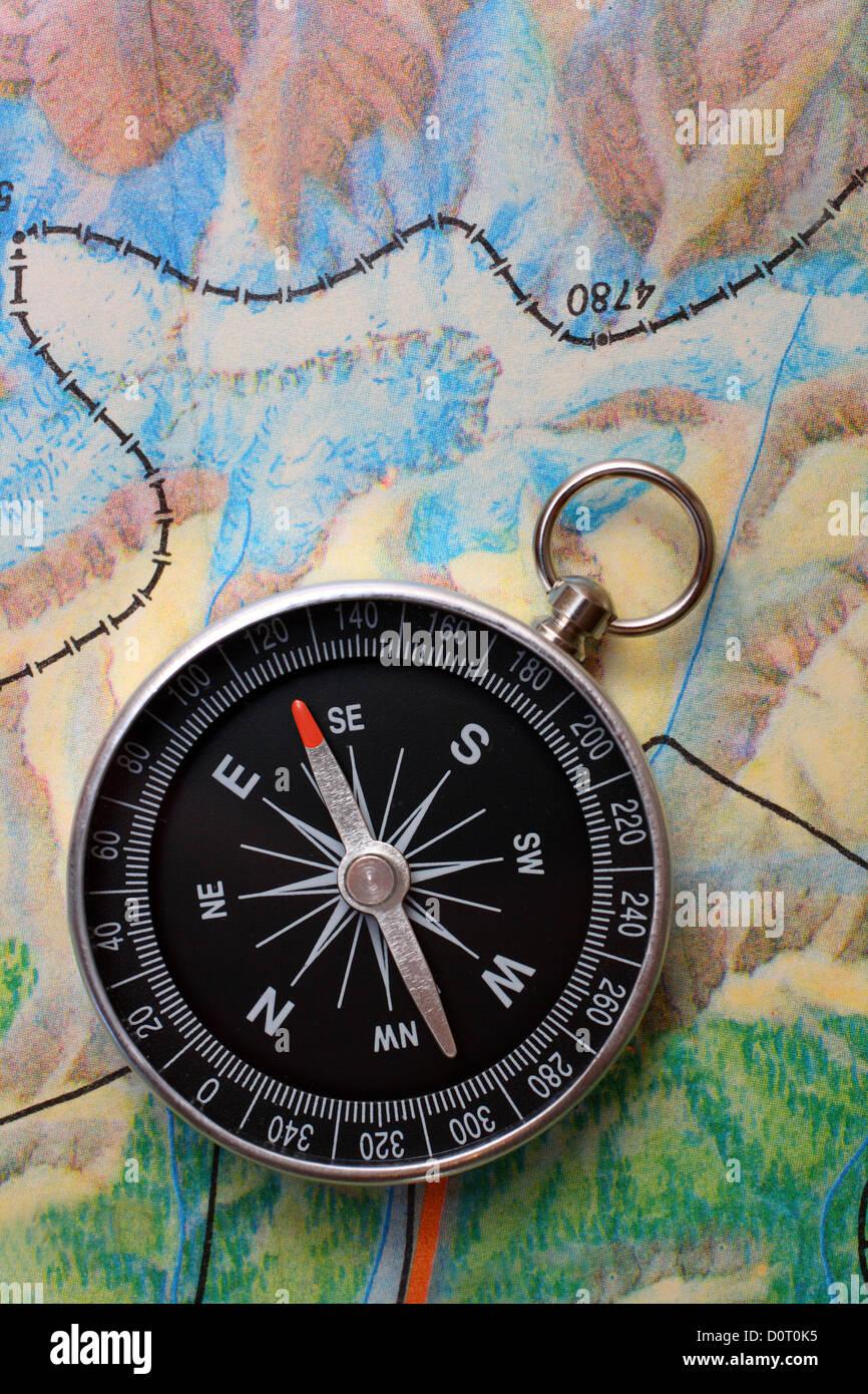 Brújula en geografía mapa Imagen De Stock