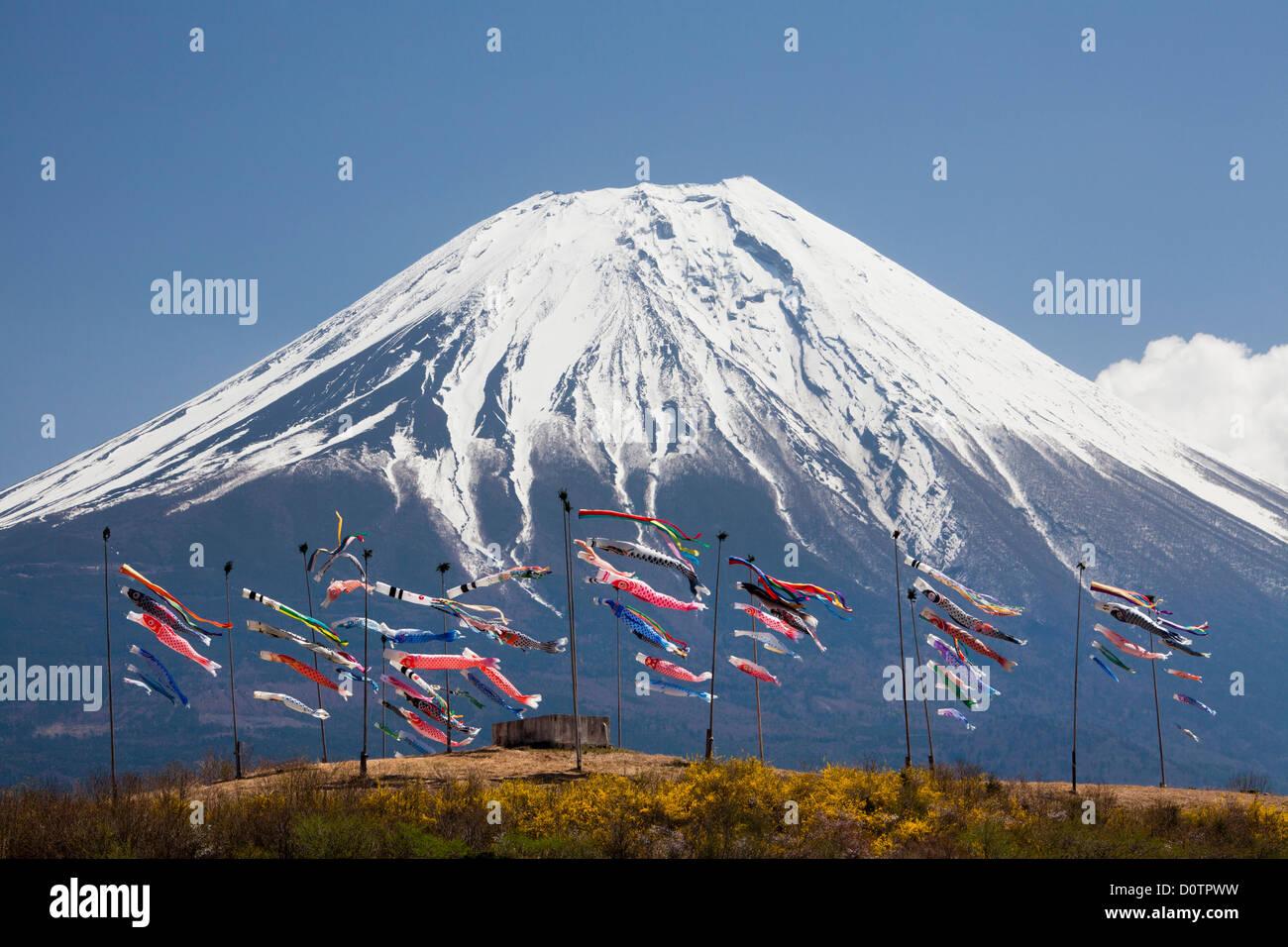 Japan Asia viajes de vacaciones Koinobori Children Festival Fuji el Monte Fuji la montaña Fujiyama nieve volcán Imagen De Stock