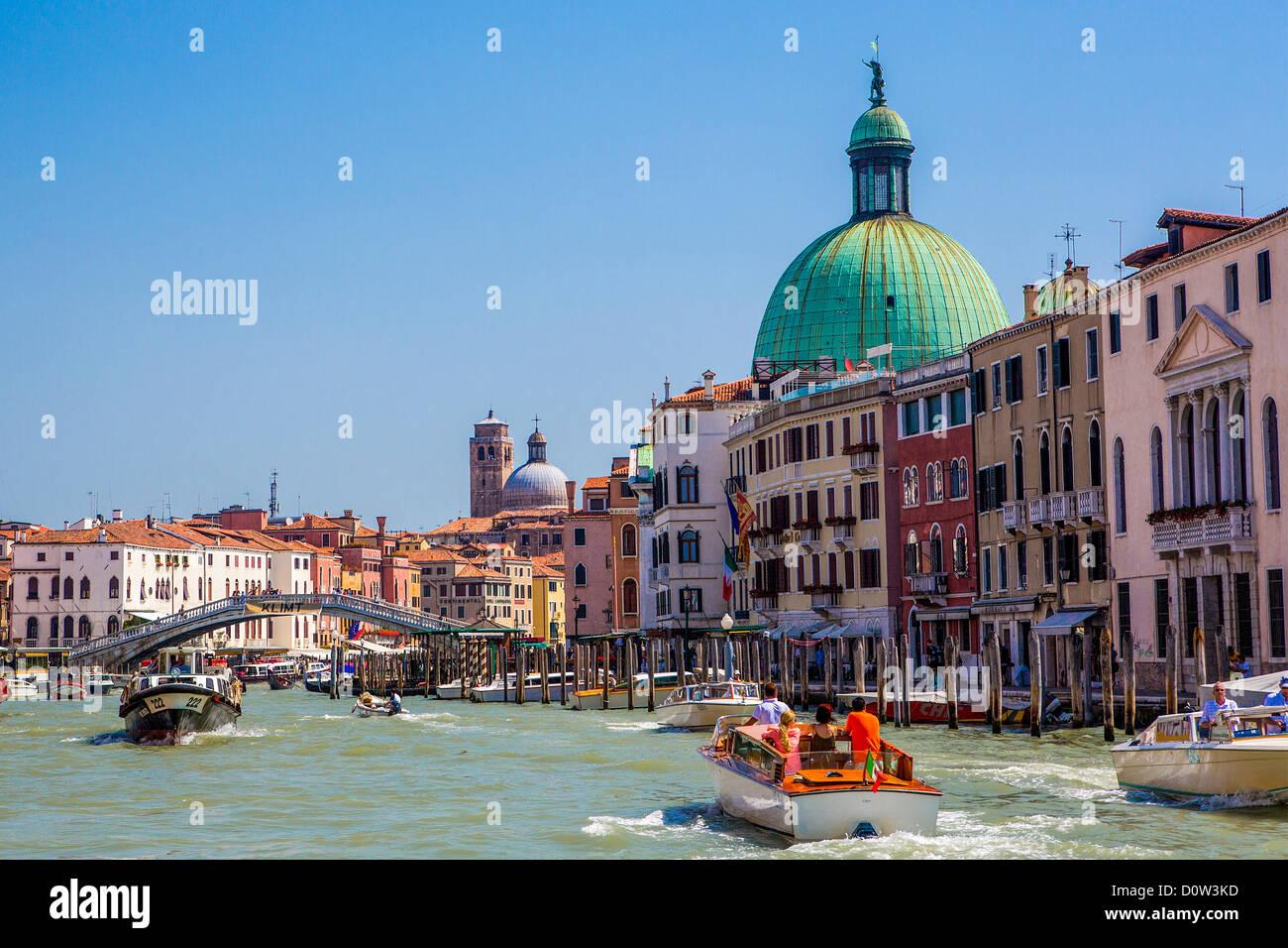 Italia, Europa, viajes, Venecia, San Simeón Dom y puente Scalzi, Italia, Europa, viajes, barcos, puentes, Dome, Imagen De Stock