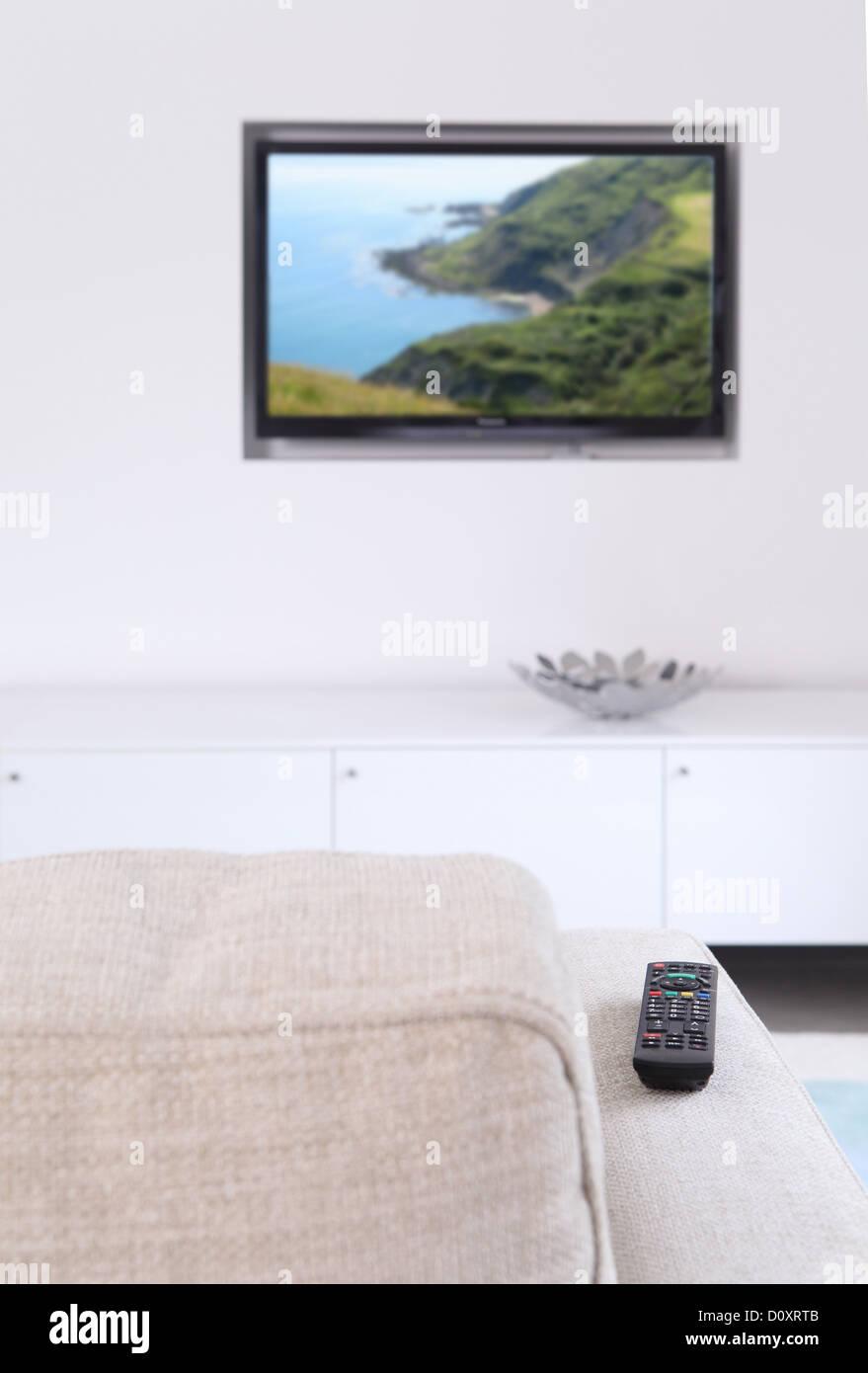 Sala de estar con TV y sofá Imagen De Stock