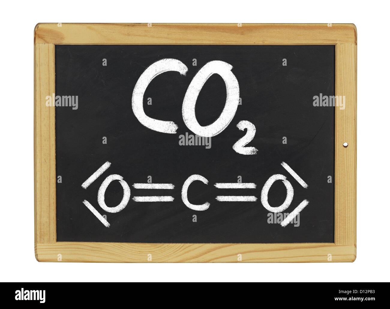 Fórmula química del dióxido de carbono en una pizarra Imagen De Stock