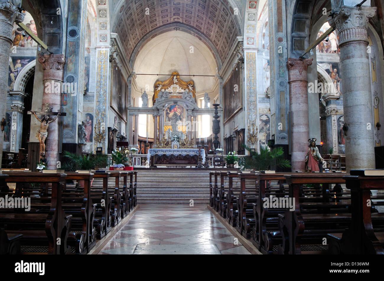 Italia, Venecia, Verona, Iglesia de Santa Maria in Organo, Nave Imagen De Stock