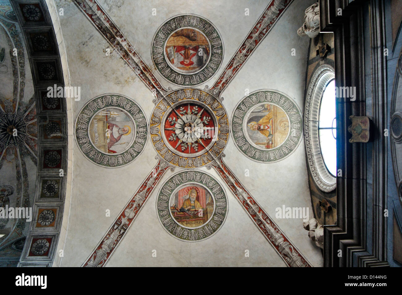 Italia, Venecia, Verona, Iglesia de Santa Maria in Organo, fresco de techo Imagen De Stock