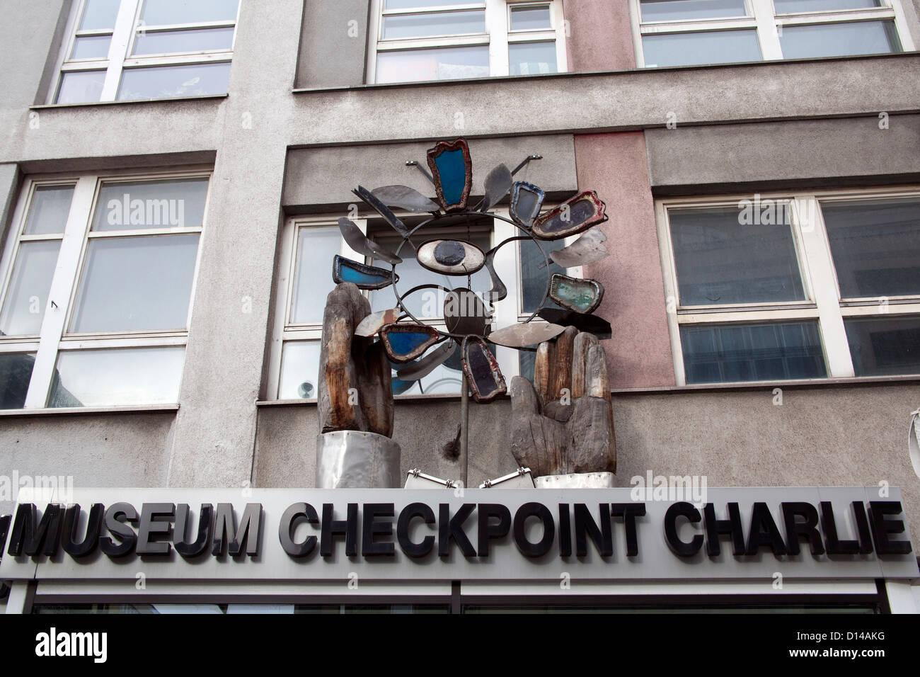Museo Mauermuseum Checkpoint Charlie - Berlín - Alemania Imagen De Stock