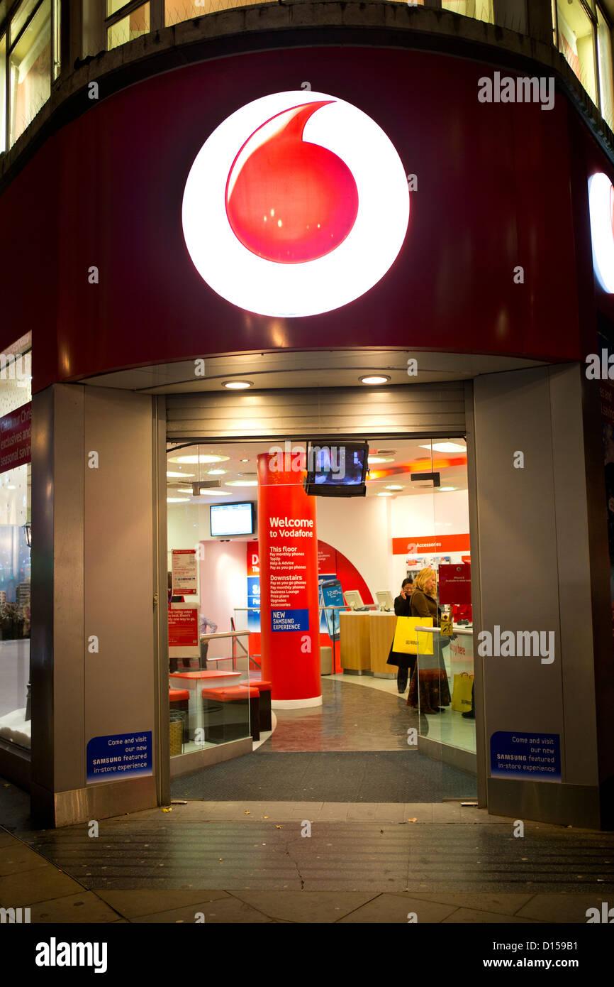 Tienda Vodafone en Londres. Imagen De Stock