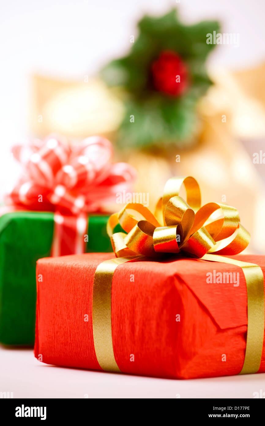 Caja de regalo roja actual closeup Imagen De Stock