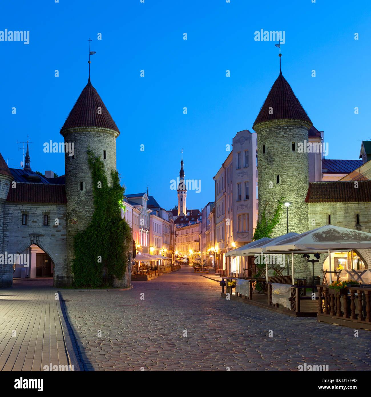 Campanario con vistas a la ciudad Foto de stock