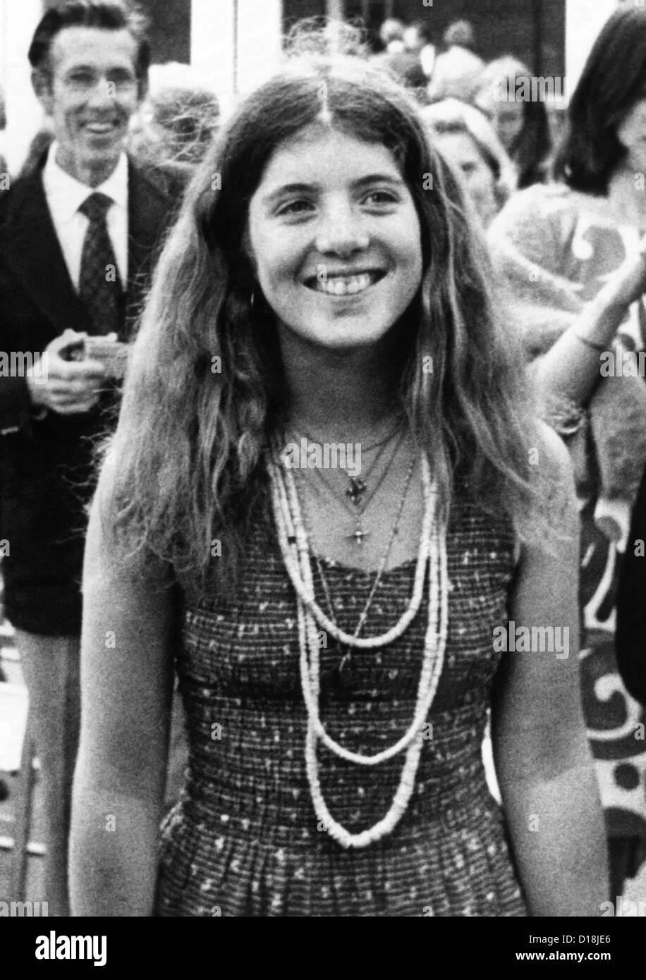 Caroline Kennedy, de 17 años de edad, hija del asesinado presidente John F. Kennedy. 1975. (CSU_ALPHA_835) Archivos CSU/Everett Foto de stock