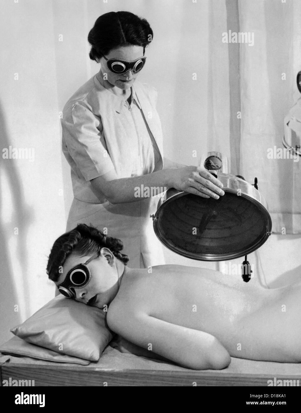 Helena Rubinstein Salón de la Quinta Avenida. La luz ultravioleta es uno de los saludables sida a la belleza. Imagen De Stock