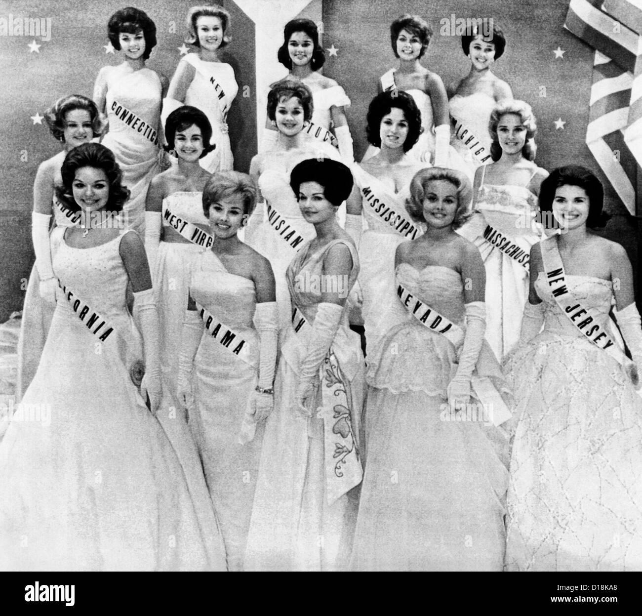 Miss USA 1961 finalistas en la primera fase del concurso de Miss Universo en Miami, Florida. El 12 de julio de 1961. Foto de stock