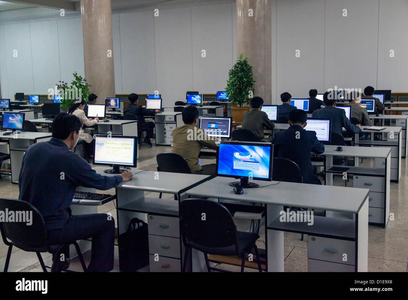 Gran Casa de Estudios Populares, equipo aula Intranet, Pyongyang, República Popular Democrática de Corea Imagen De Stock