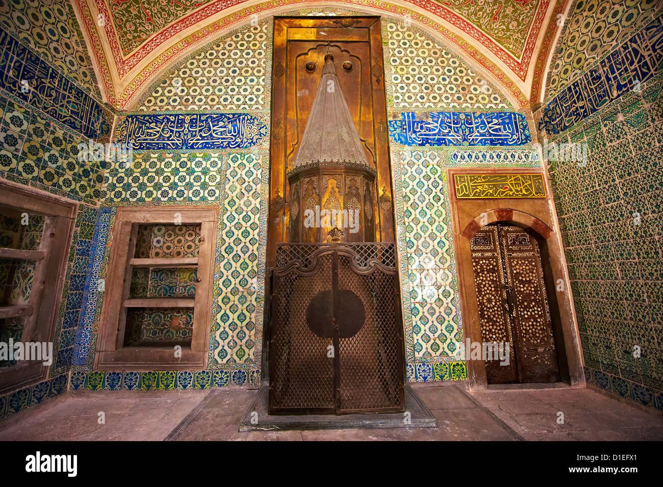 Habitación de azulejos y arquitectura Otomana del harén. El Palacio de Topkapi, Estambul, Turquía Foto de stock