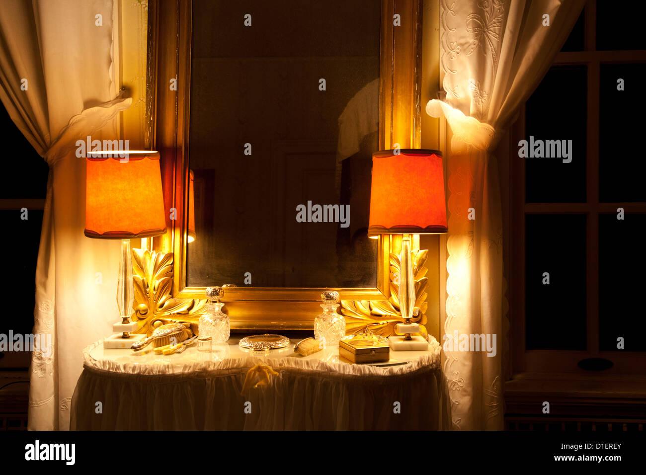 Tocador con luces y cortinas foto imagen de stock for Cortinas con luces