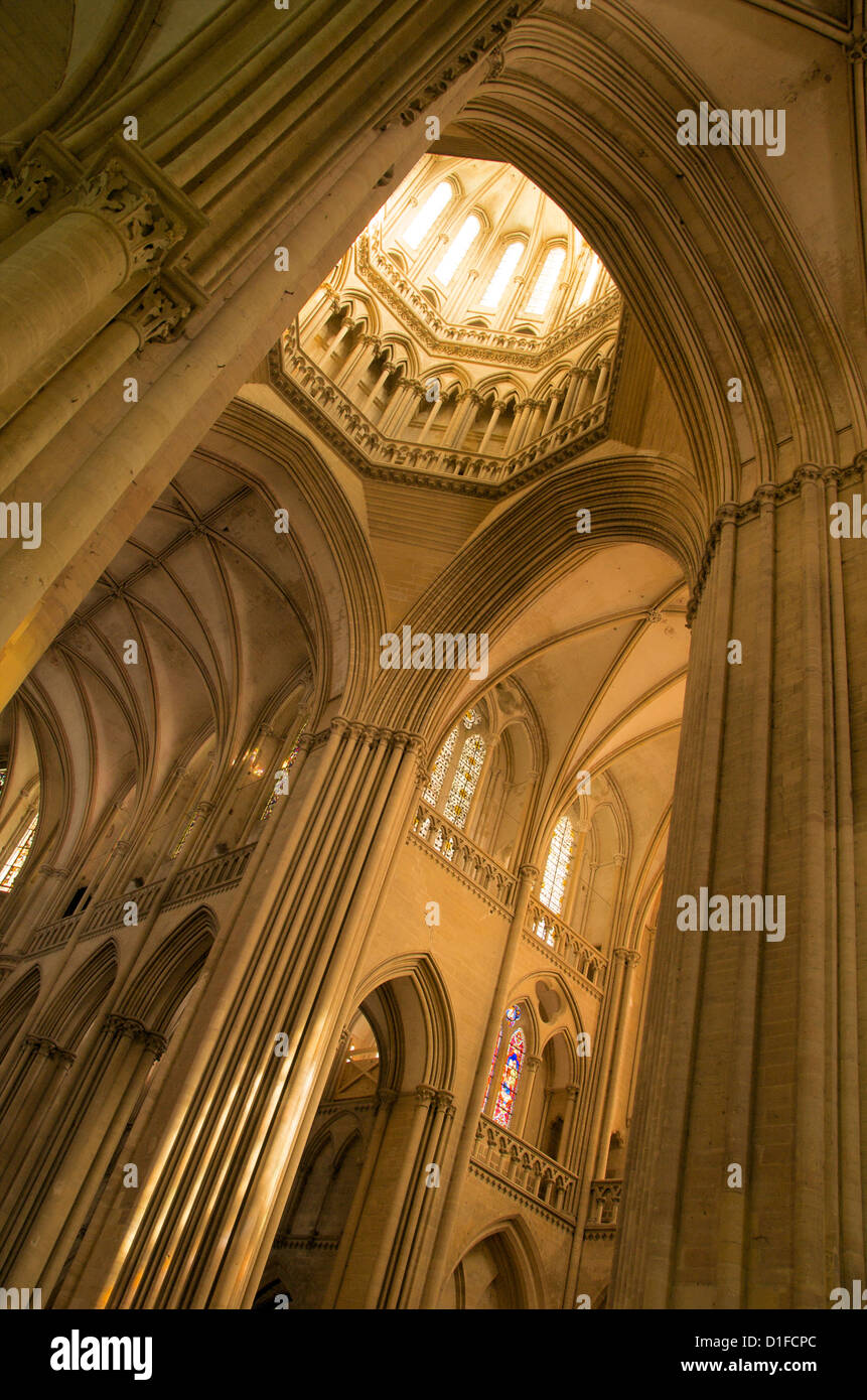 Detalle de la torre linterna octogonal, la catedral de Notre Dame que datan del siglo XIV, Coutances, Cotentin, Normandía, Francia Foto de stock