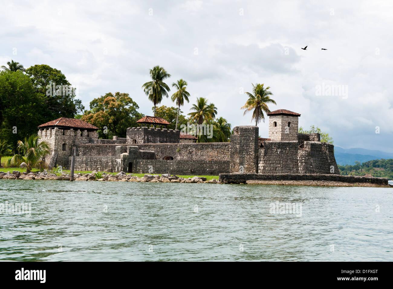 Castillo de San Felipe, el lago de Izabal (Lago de Izabal, Guatemala, América Central Imagen De Stock