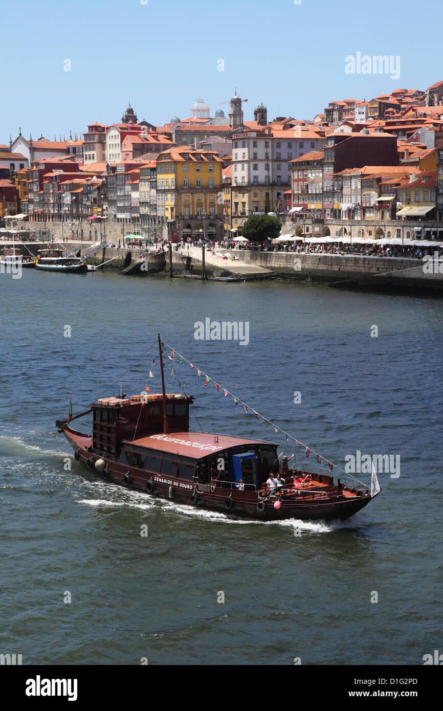 Un tradicional barco Rabelo, una vez utilizados para el envío de vino de uvas, cruceros en el río Duero, Imagen De Stock