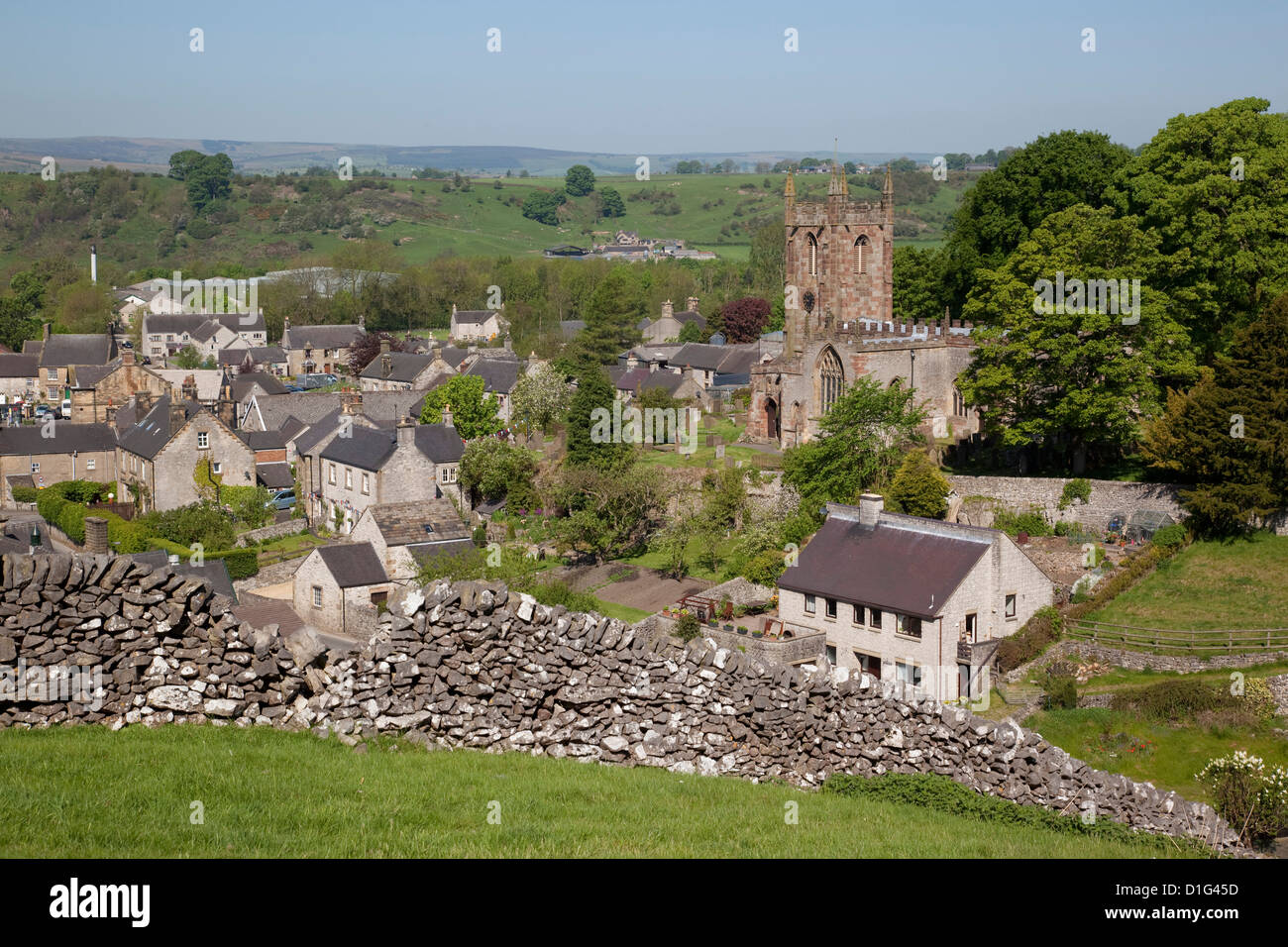 Hartington Pueblo e Iglesia, Peak District, Derbyshire, Inglaterra, Reino Unido, Europa Imagen De Stock