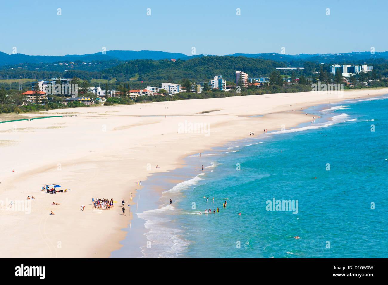Escuela de Surf en Coolangatta Beach, Gold Coast, Queensland, Australia, el Pacífico Foto de stock