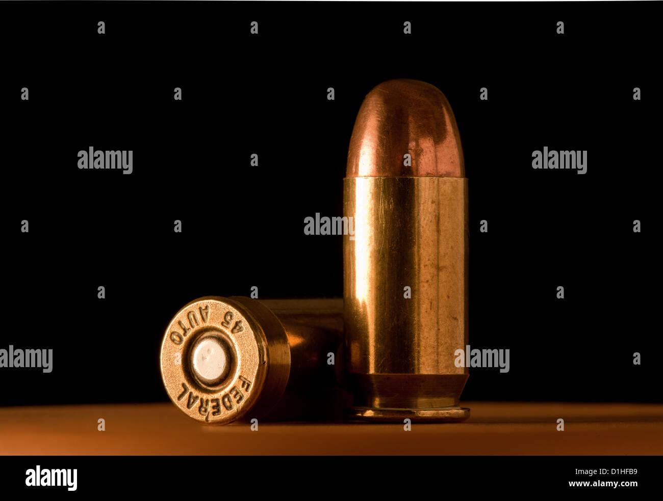 Balas de calibre 45. Foto de stock