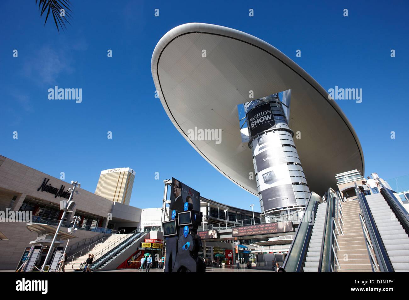 La nube de Fashion Show mall Strip de Las Vegas, Nevada, EE.UU. Imagen De Stock