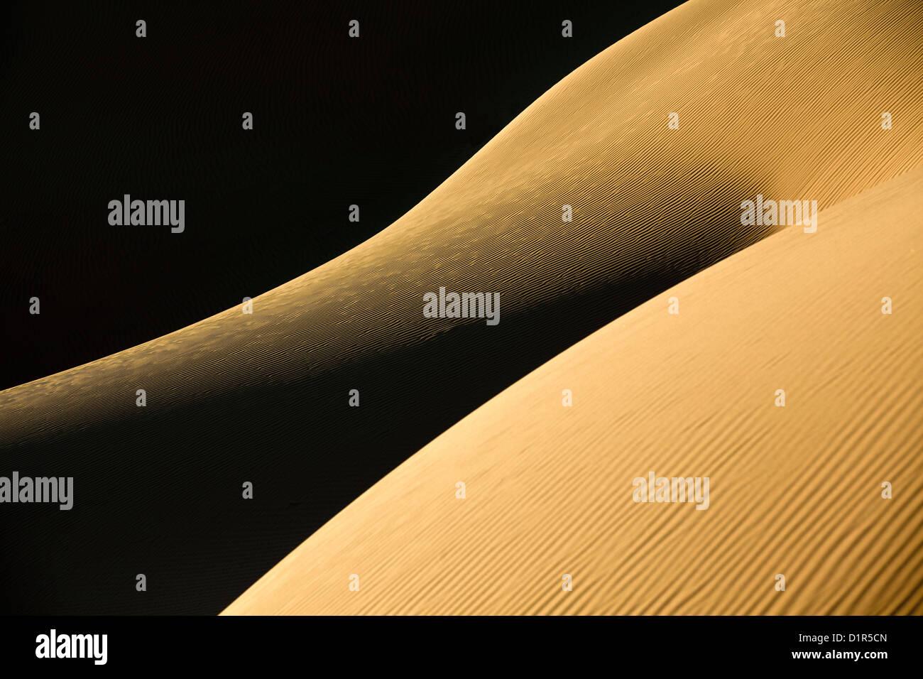Marruecos, M'Hamid, Erg Chigaga dunas de arena. El desierto del Sahara. Detalle de las marcas de rizo. Imagen De Stock