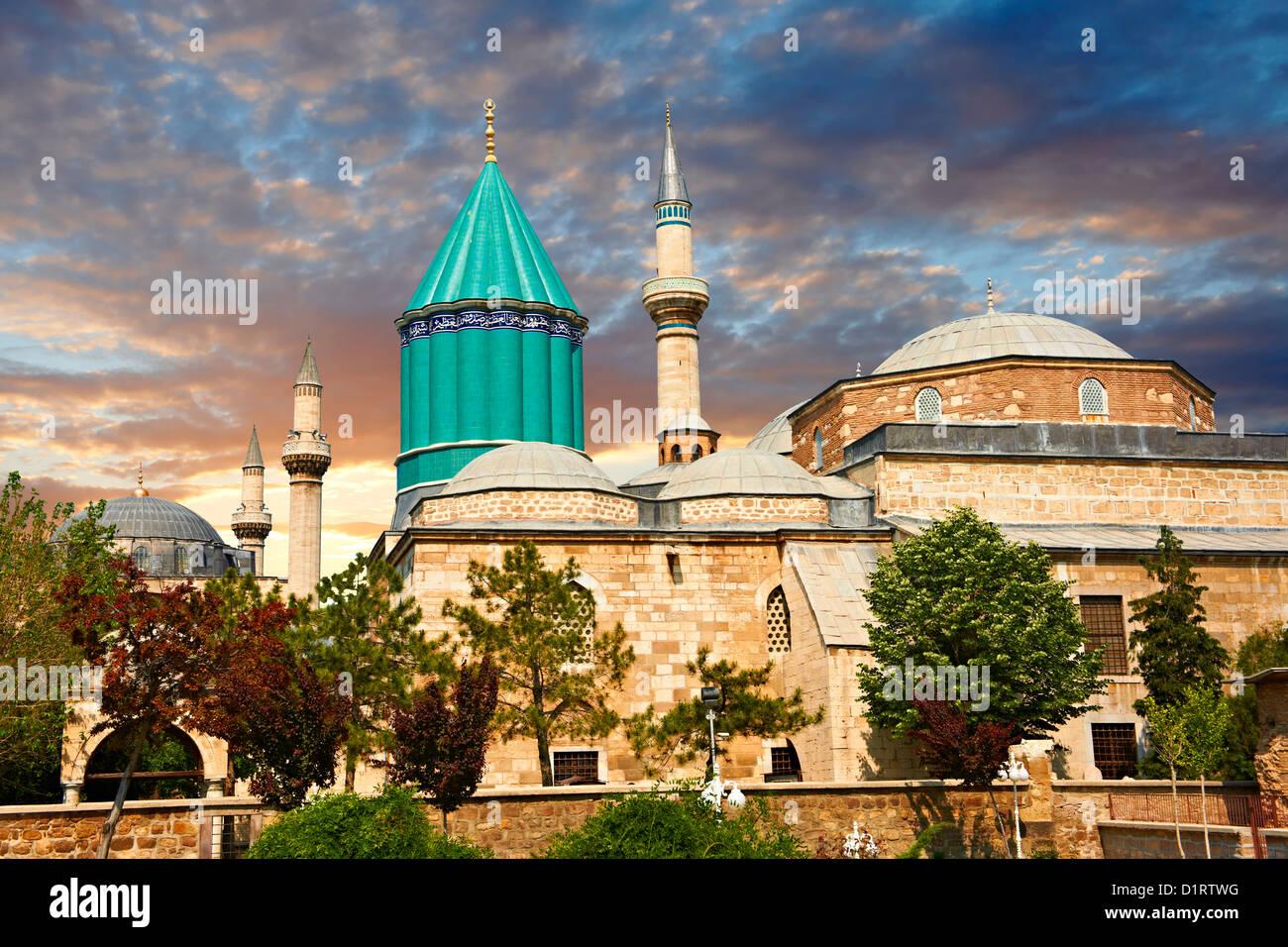 El museo de Mevlâna, con el mausoleo de cúpula azul de Jalal ad-Din Muhammad Rumi, Konya, Turquía Foto de stock