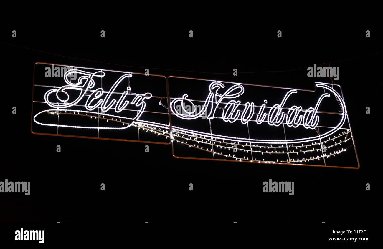 Feliz Navidad - Feliz Navidad en español. Decoración de la calle en España Imagen De Stock