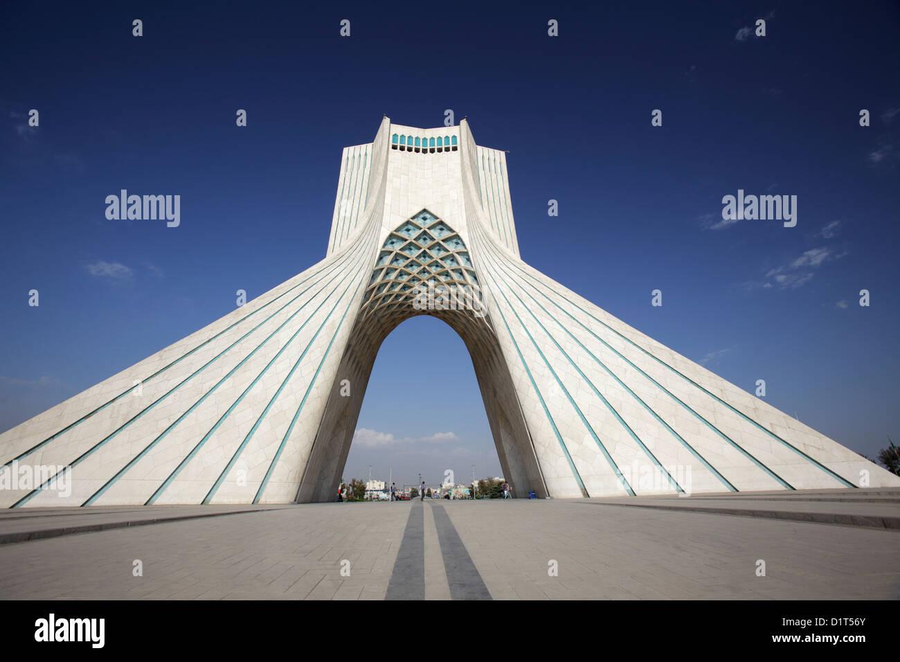 La torre Azadi, rey o Torre Memorial, Teherán, Irán Imagen De Stock