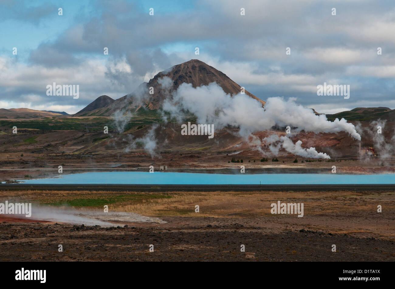 La energía geotérmica y paisaje volcánico cerca del lago Myvatn, Islandia Imagen De Stock