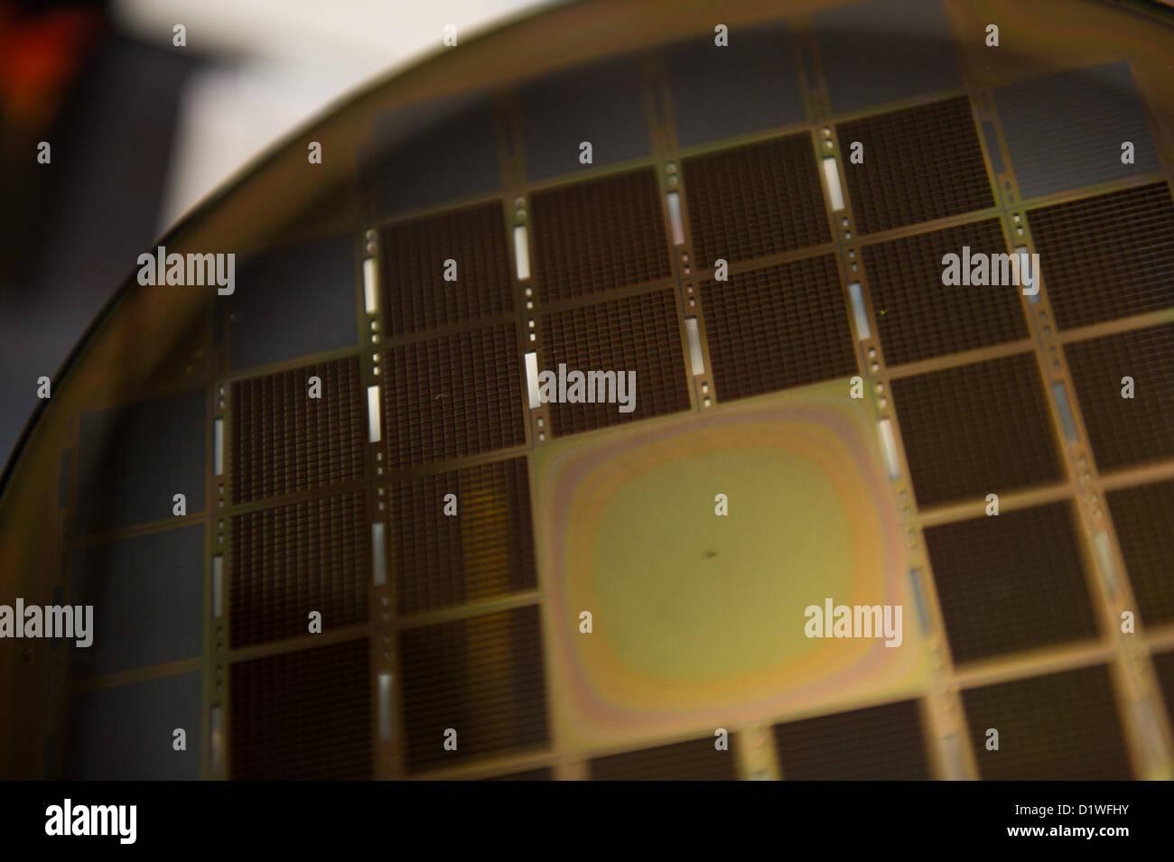 Las Vegas, EEUU - 2013-01-06. Las células de combustible de óxido de silicio sobre una oblea para cargador Imagen De Stock