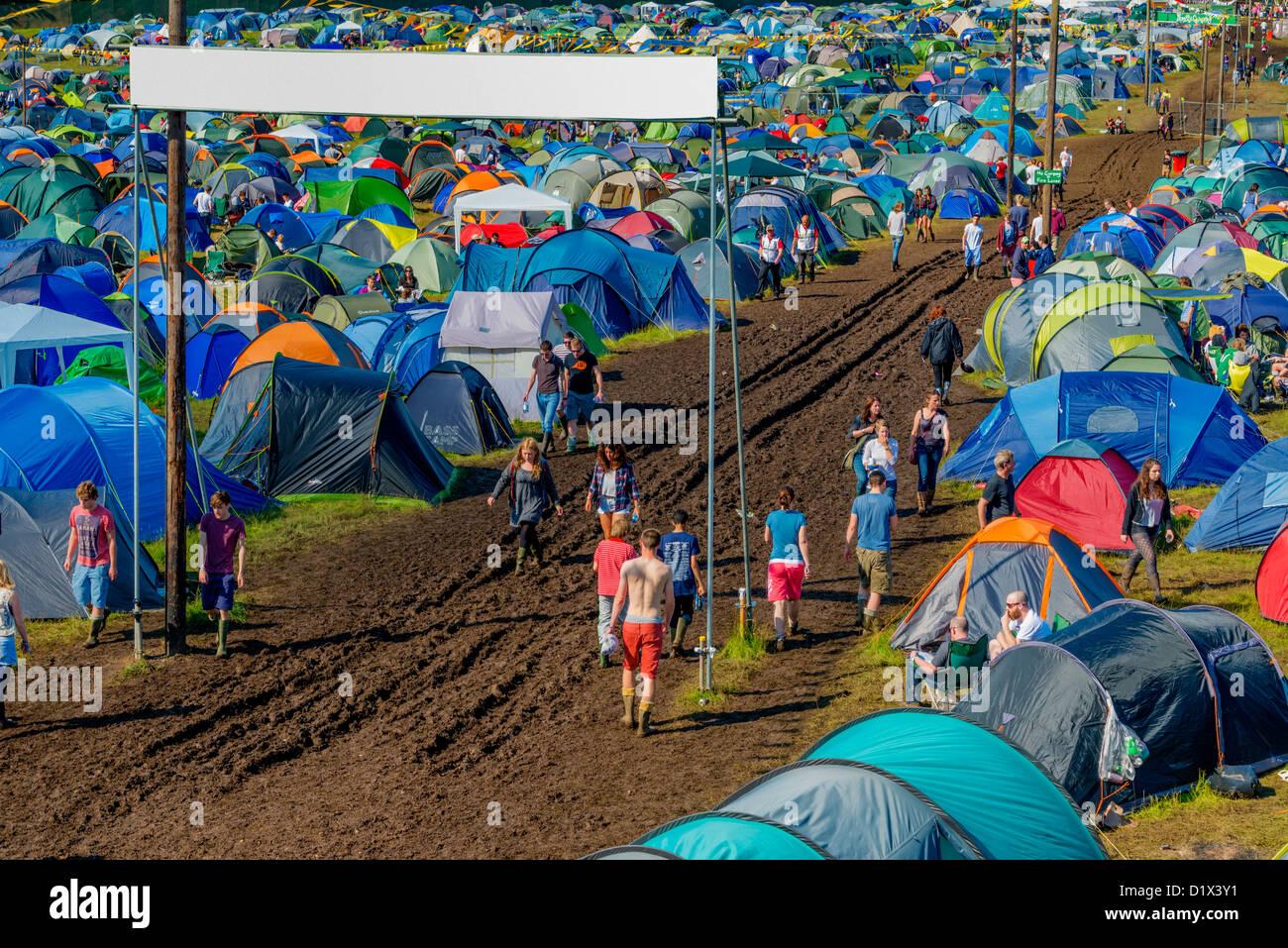 Tiendas de campaña en un campamento en Music Festival, Inglaterra. Imagen De Stock