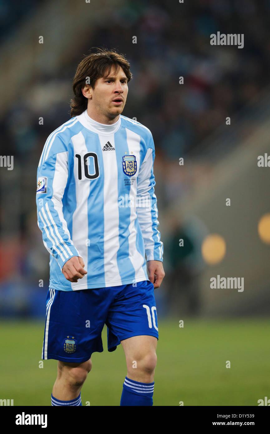 Lionel Messi de Argentina en acción durante la Copa Mundial de la FIFA, partido de octavos de final contra México en el estadio Soccer City. Foto de stock