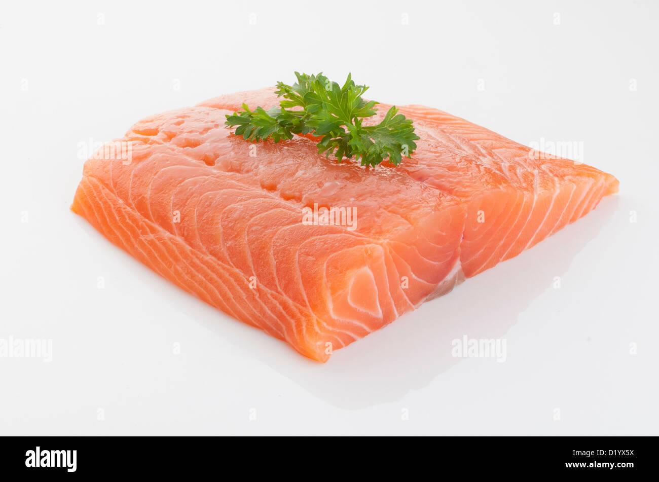 Fresco y sabroso pedazo de salmón crudo Imagen De Stock