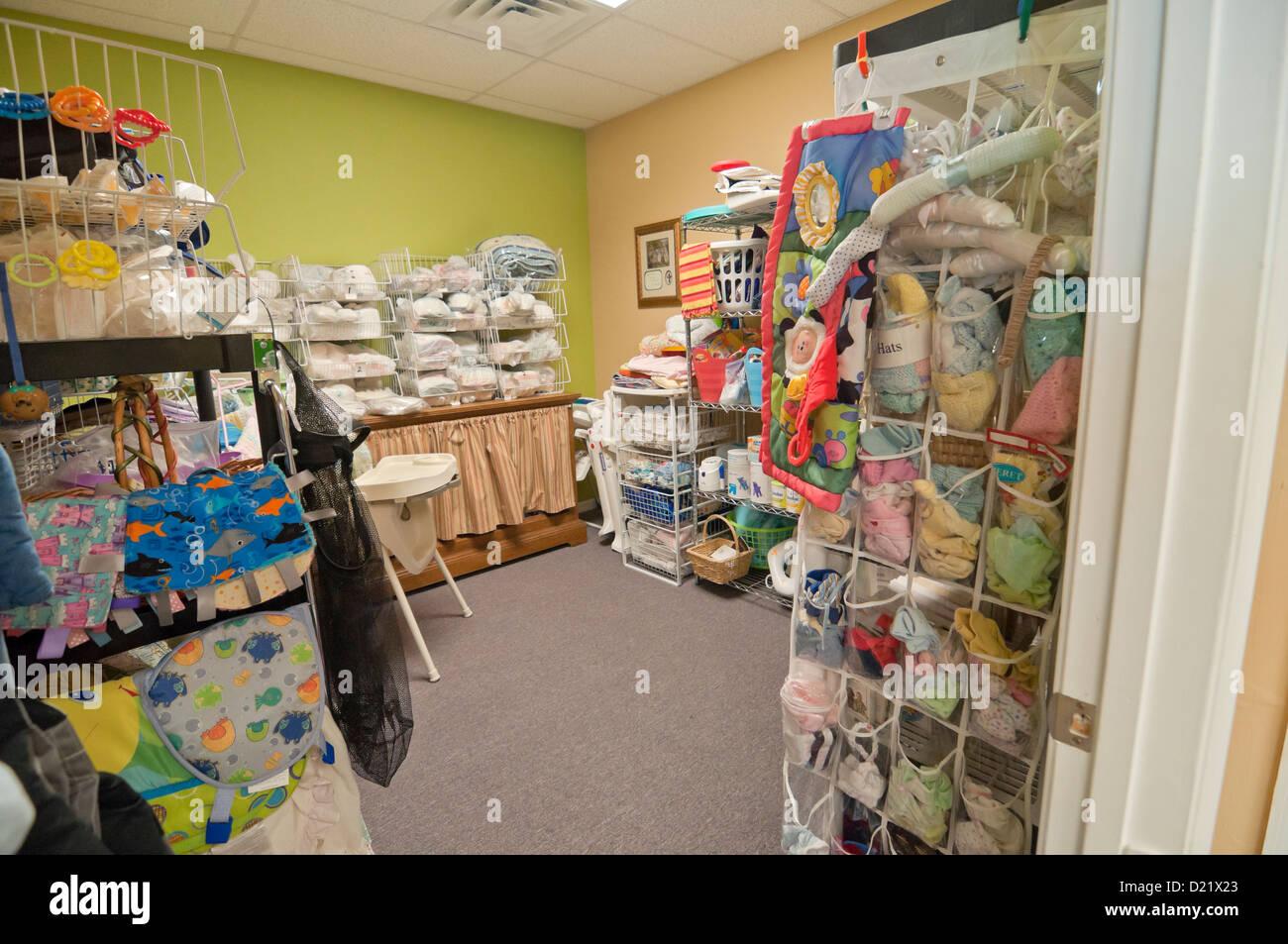 4509afae9 Suministros y ropa de maternidad en la encrucijada Centro de embarazo de  alto Springs Florida.