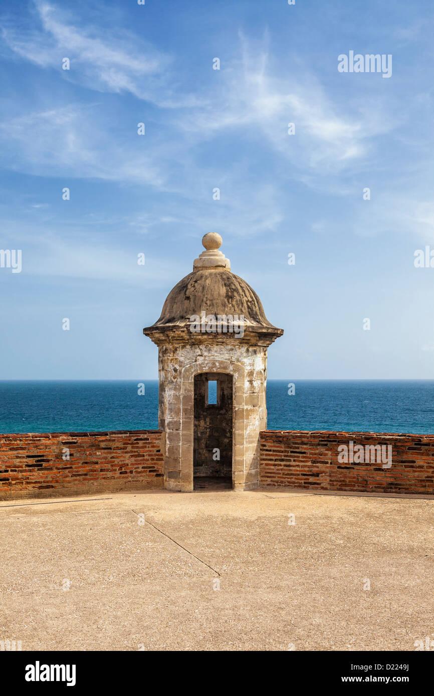 Puerto Rico, Viejo San Juan, el Castillo de San Cristóbal, torre de guardia y el mar Imagen De Stock