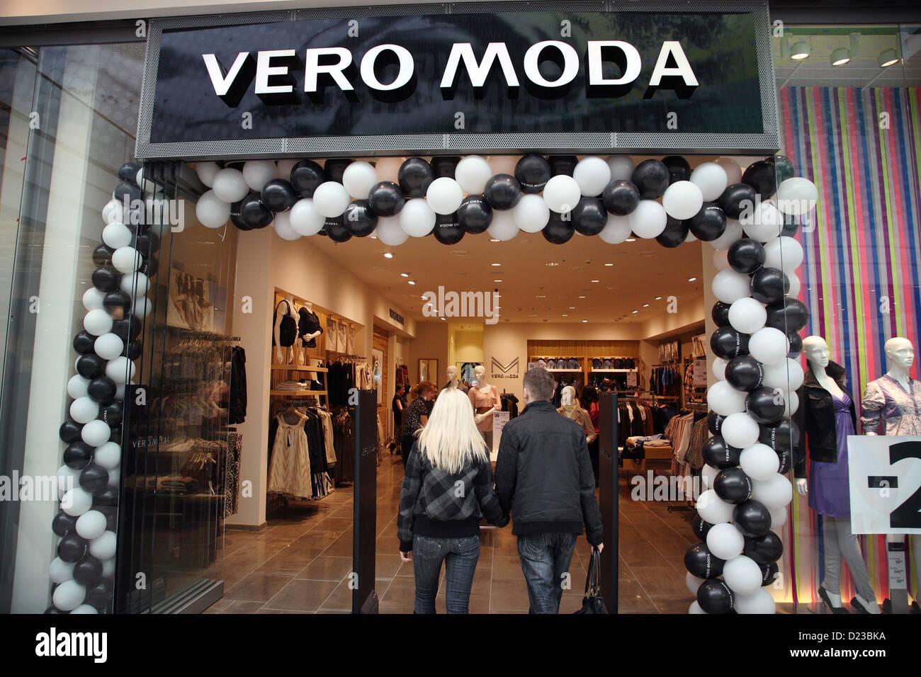 Poznan, Polonia, la cadena de moda Vero Moda tienda en el centro comercial Galeria MALTA Imagen De Stock