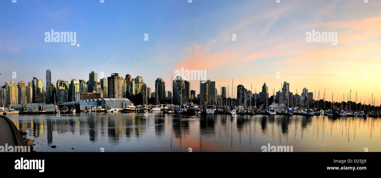 5 fotos stitch vista panorámica de Vancouver del Stanley Park paseo al atardecer Imagen De Stock