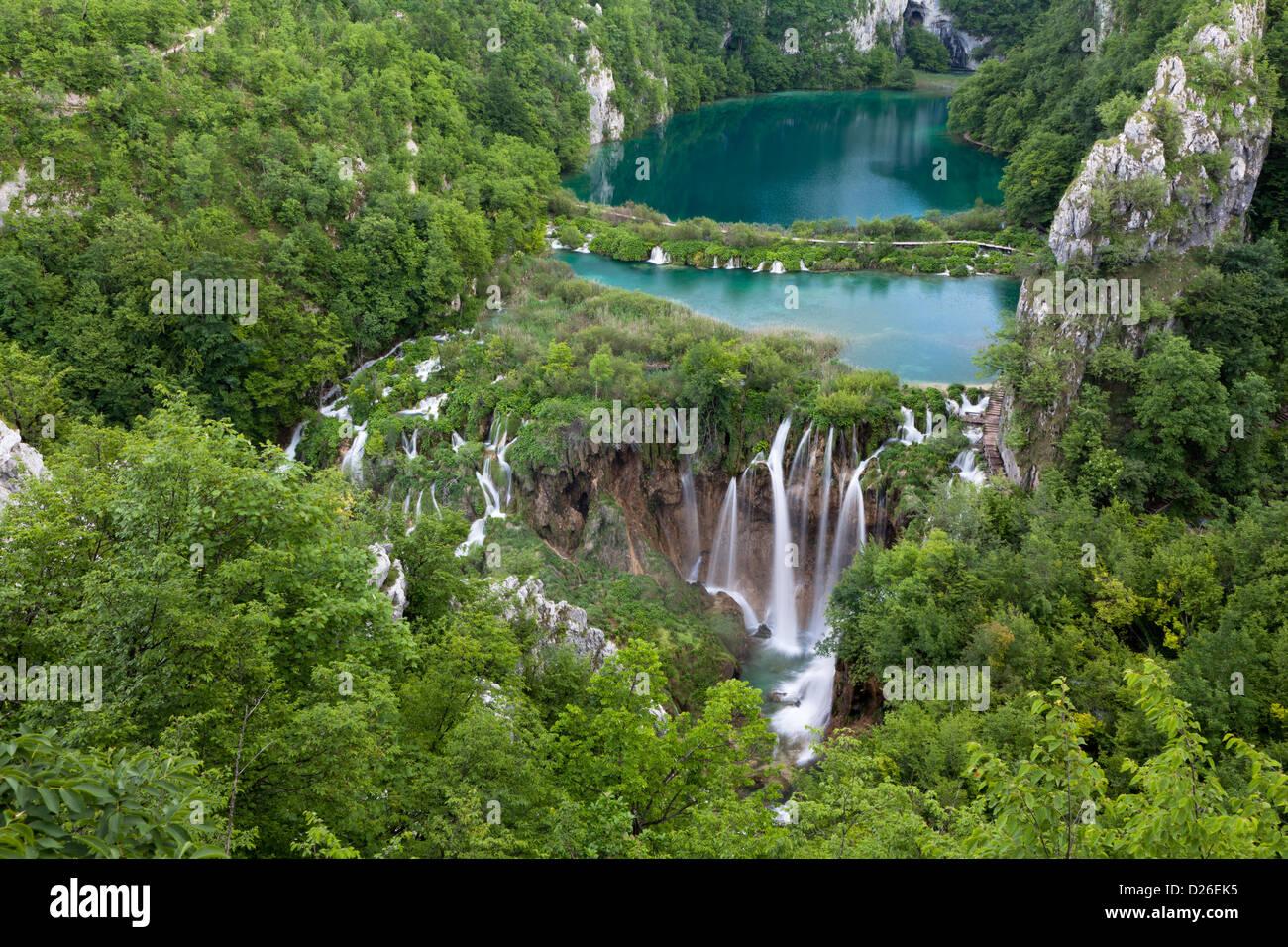Los lagos de Plitvice en el Parque Nacional de Plitvicka Jezera en Croacia. Los lagos inferiores. Europa, el sur Foto de stock