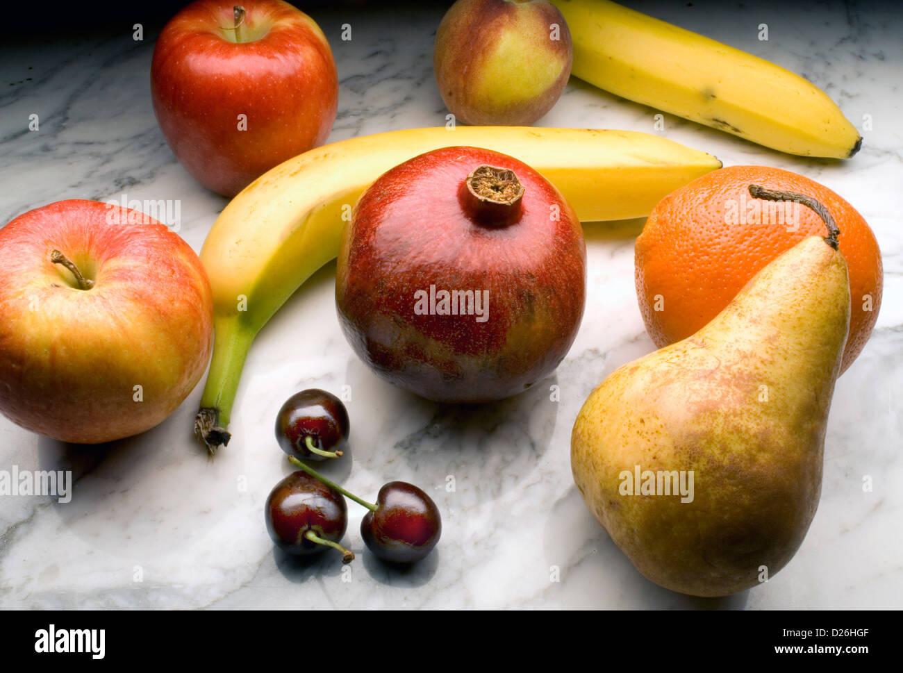 fruta en mármol Imagen De Stock