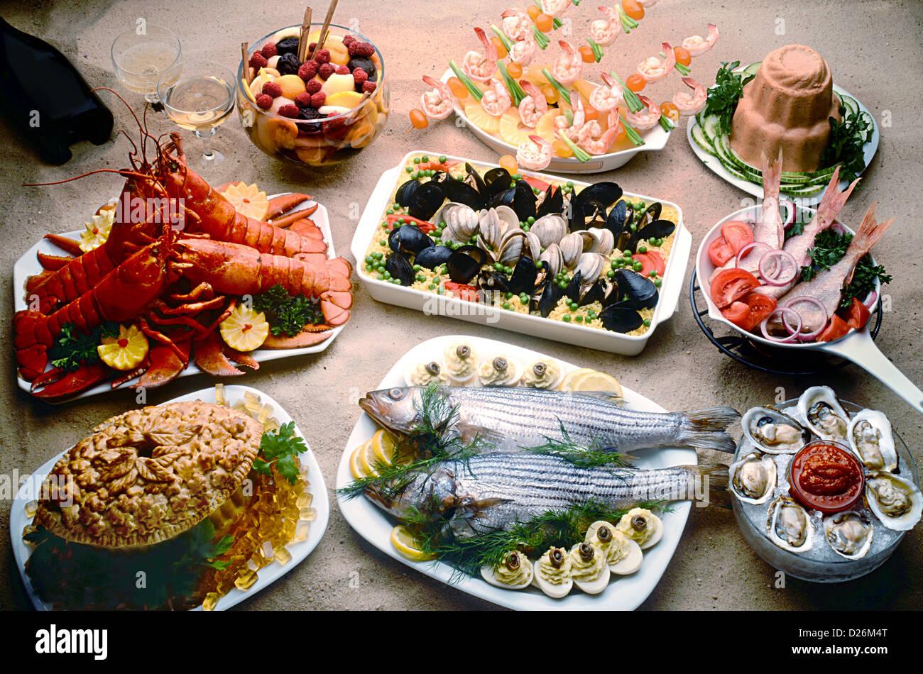 pescados y mariscos en la arena Imagen De Stock