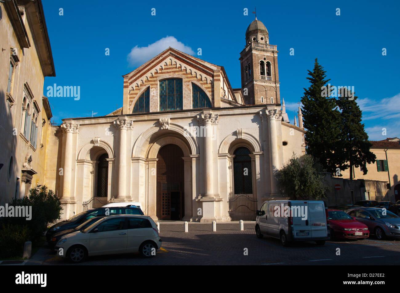 Iglesia de Santa Maria in Organo (1490) distrito de la ciudad de Verona Veronetta la región Véneto Italia Imagen De Stock