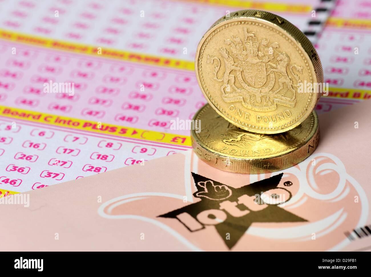 Lotería, aumentar a dos libras de la Lotería Nacional en Gran Bretaña, REINO UNIDO Imagen De Stock