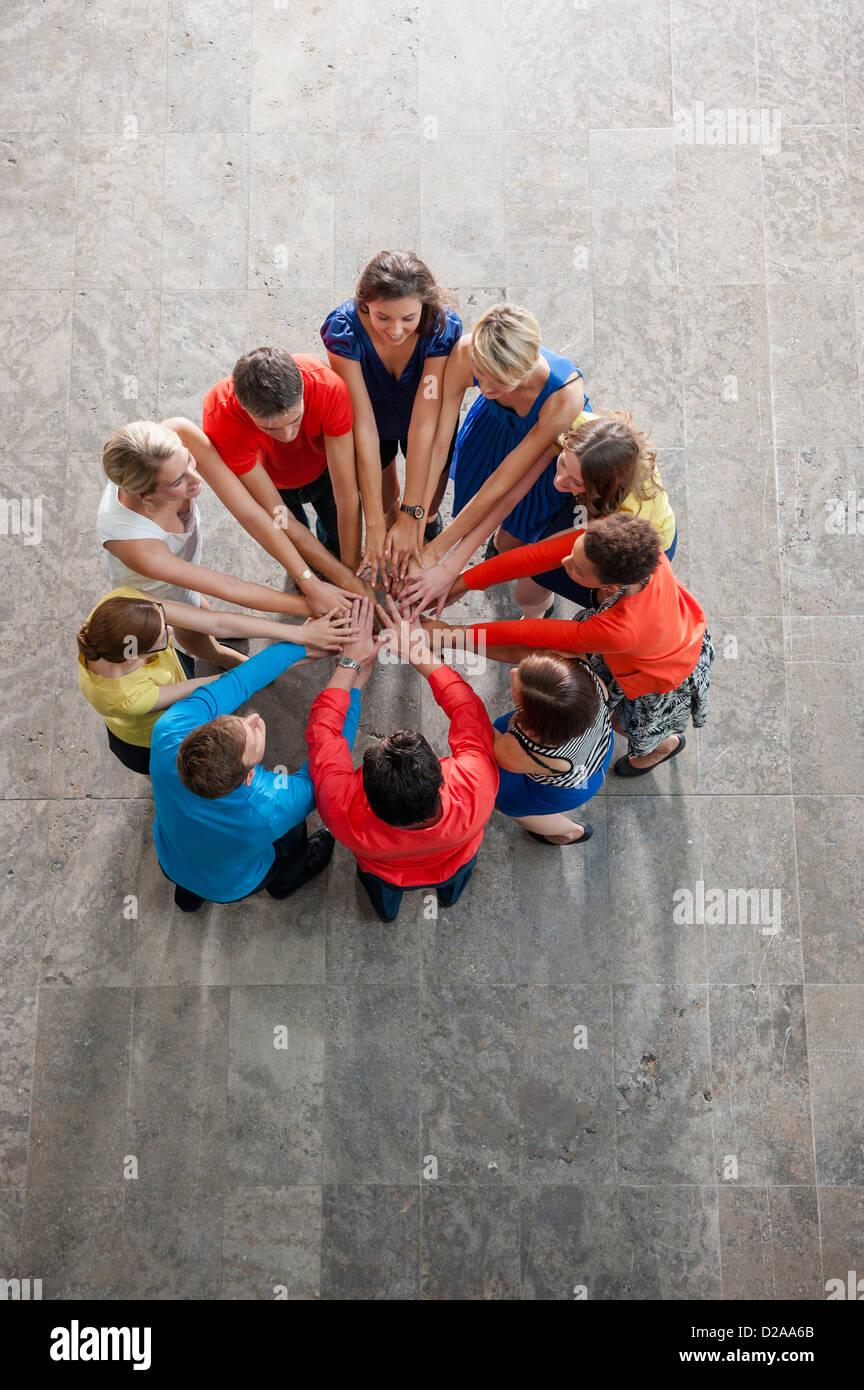 Vista aérea de personas vitoreando Foto de stock