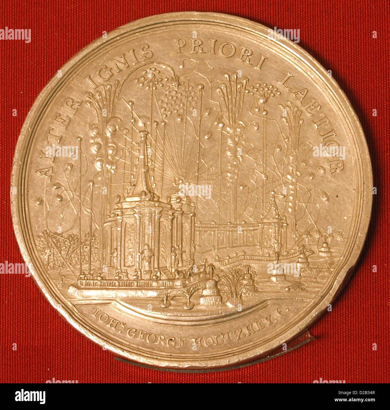 Monedas en el museo Teylers.fuegos artificiales en La Haya en ocasión de la paz de Aquisgrán (terminación Imagen De Stock