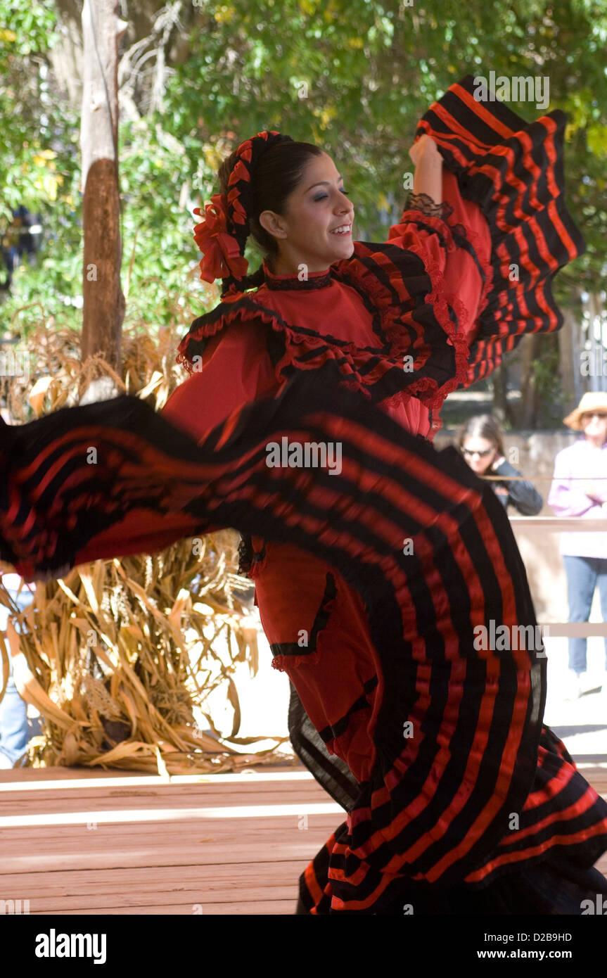 Bailarines De Danza Folklorica Mexicana El Rancho De Las Golondrinas