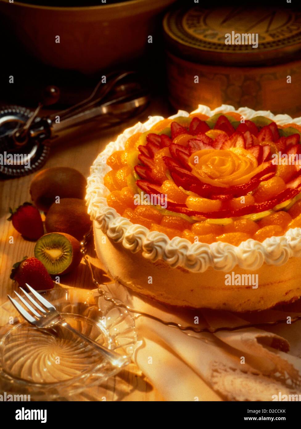 Pavlova Bodegón, pastel de frutas Imagen De Stock